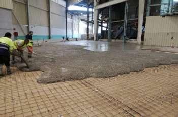 Nave industrial, pavimento con hormigón fratasado con mallazo