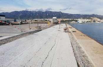 Puerto pesquero, reparación con hormigón