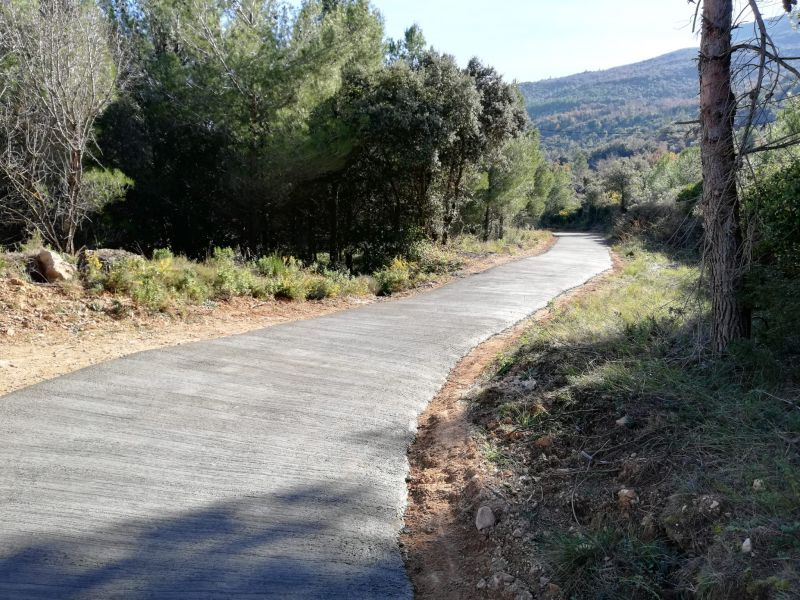 Camino con acabado cepillado